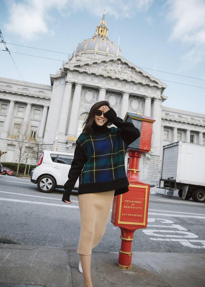 Tranh thủ trời mát mẻ, các quý cô Châu Á đồng loạt diện blazer xuống phố trong street style tuần này - Ảnh 4.