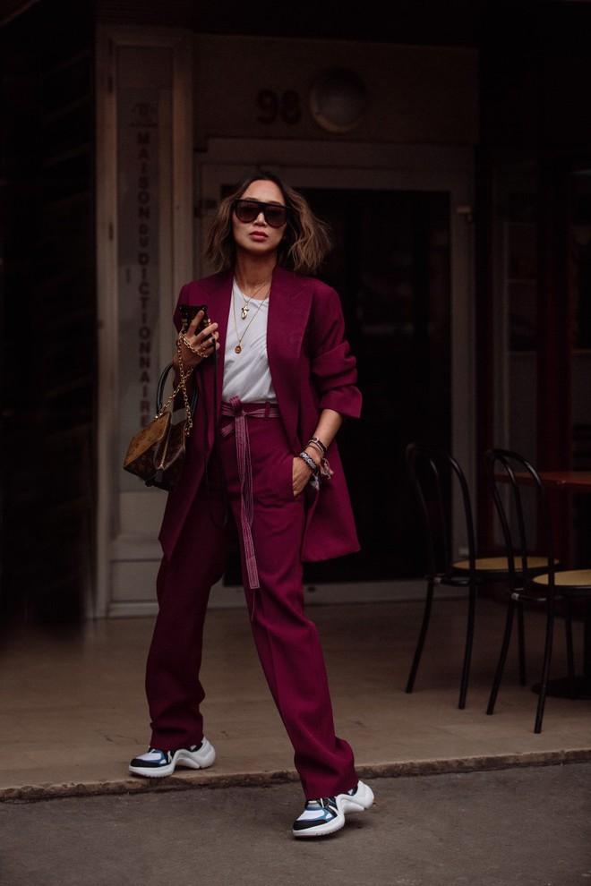 Tranh thủ trời mát mẻ, các quý cô Châu Á đồng loạt diện blazer xuống phố trong street style tuần này - Ảnh 9.