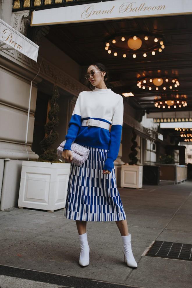 Tranh thủ trời mát mẻ, các quý cô Châu Á đồng loạt diện blazer xuống phố trong street style tuần này - Ảnh 1.