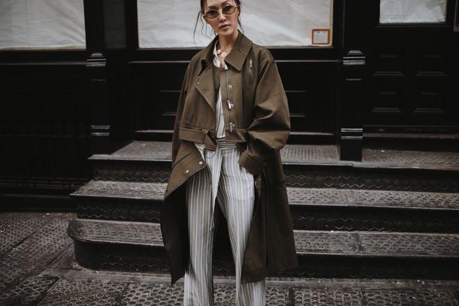 Tranh thủ trời mát mẻ, các quý cô Châu Á đồng loạt diện blazer xuống phố trong street style tuần này - Ảnh 2.
