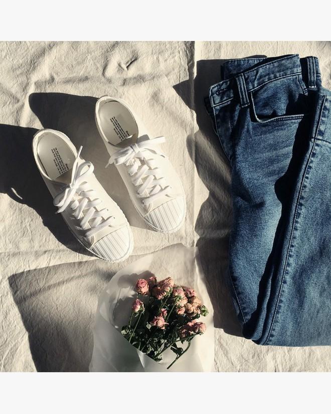Ai mê sneaker trắng thì chắc chắn phải nằm lòng 8 mẹo làm sạch giày này  - Ảnh 3.