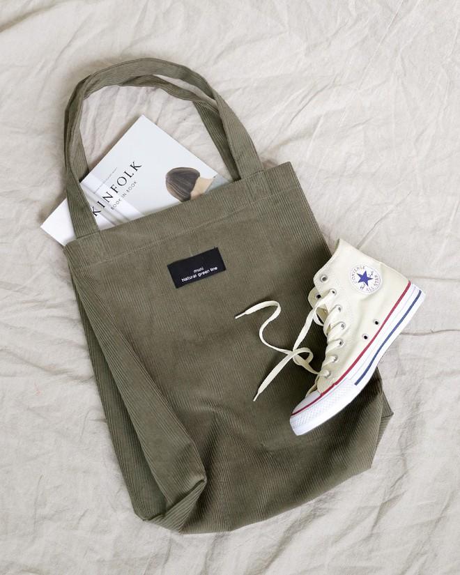 Ai mê sneaker trắng thì chắc chắn phải nằm lòng 8 mẹo làm sạch giày này  - Ảnh 2.