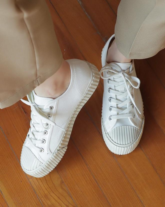 Ai mê sneaker trắng thì chắc chắn phải nằm lòng 8 mẹo làm sạch giày này  - Ảnh 5.
