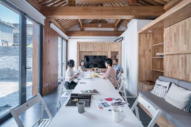 Căn nhà truyền thống nhỏ gọn nhưng đầy đủ tiện ích - Ảnh 3.