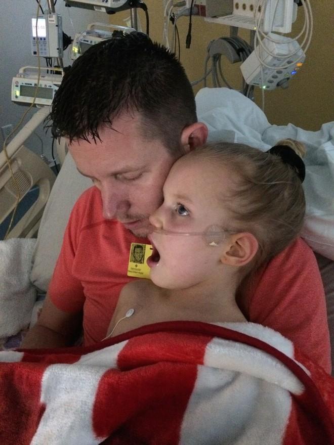 Con gái kêu đau họng nên mẹ đưa đến gặp bác sĩ và cho uống thuốc cảm cúm thông thường, 6 tháng sau cô bé qua đời - Ảnh 5.