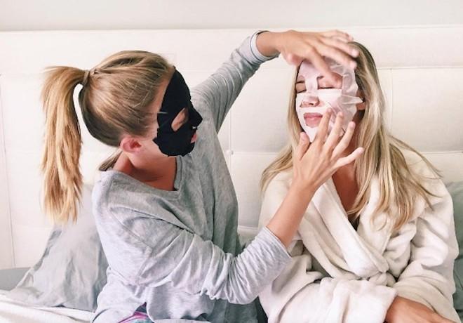 7 loại mặt nạ giấy cho hiệu quả tức thì sau 1 lần đắp, từ dưỡng trắng, trị mụn đến thải độc cho da - Ảnh 2.