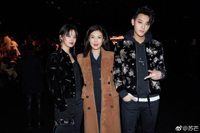 Ngắm phong cách của Tô Mang - người đàn bà U50 quyền lực trong giới thời trang Cbiz - Ảnh 4.