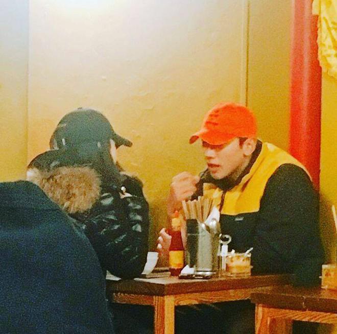 Vợ chồng Bi Rain - Kim Tae Hee trốn con gái rủ nhau đi ăn đồ ăn Việt Nam  - Ảnh 1.