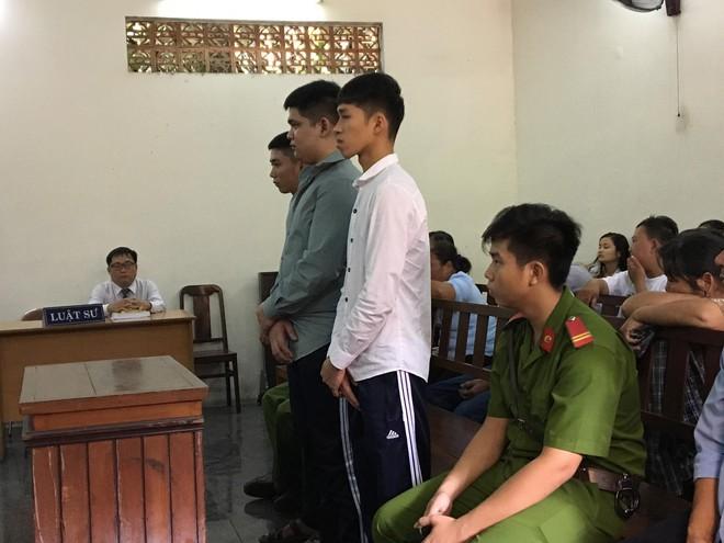 Bé gái 15 tuổi bị 3 thanh niên cùng ấp khống chế rồi hiếp dâm tập thể - Ảnh 1.