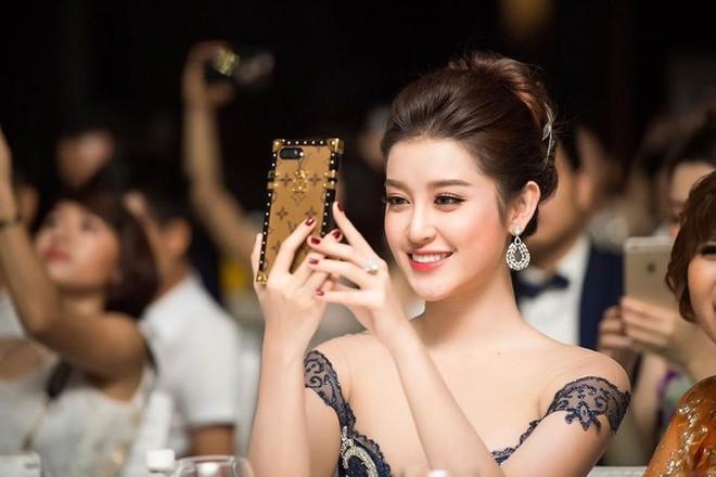 Món phụ kiện nhỏ xinh có giá 28 triệu này lại được Hương Giang và loạt sao Việt yêu thích  - Ảnh 8.