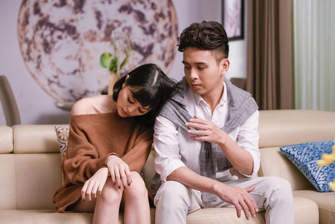 Hậu chia tay tình cũ, Hồ Quang Hiếu chấp nhận yêu đơn phương nữ ca sĩ do chính mình quản lý - Ảnh 2.