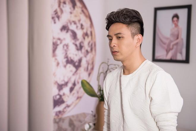 Hậu chia tay tình cũ, Hồ Quang Hiếu chấp nhận yêu đơn phương nữ ca sĩ do chính mình quản lý - ảnh 1