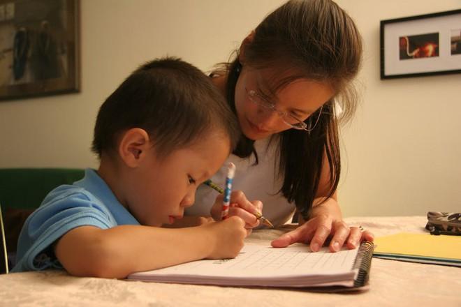 9 nấc thăng trầm khi dạy con làm bài tập về nhà mà mỗi bà mẹ đều một lần trải qua - Ảnh 3.