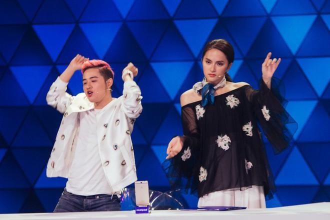 Đừng tưởng đi thi Hoa hậu mới tỏa sáng, trước đây Hương Giang cũng đã ứng xử cực khéo léo - ảnh 1
