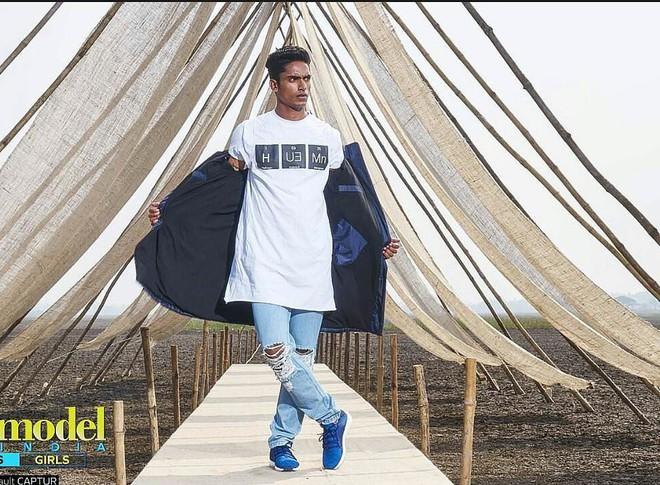 Next Top Ấn Độ cho thí sinh chụp hình catwalk giữa đồng ruộng - Ảnh 2.
