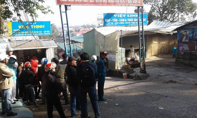 Vụ cháy biệt thự khiến 5 người chết ở Đà Lạt: Trích camera, phát hiện người hàng xóm cầm bình gas mini và can nhựa đi vào nhà - Ảnh 2.
