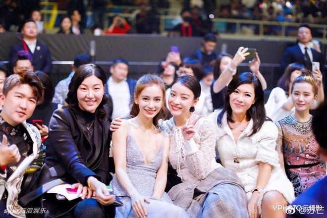 Cbiz choáng vì lá đơn từ chức của người phụ nữ quyền lực khiến Song Joong Ki, Phạm Băng Băng phải kiêng nể - Ảnh 12.
