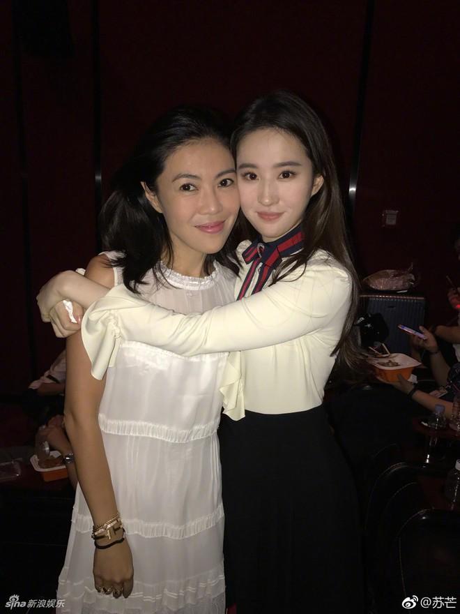 Cbiz choáng vì lá đơn từ chức của người phụ nữ quyền lực khiến Song Joong Ki, Phạm Băng Băng phải kiêng nể - Ảnh 18.