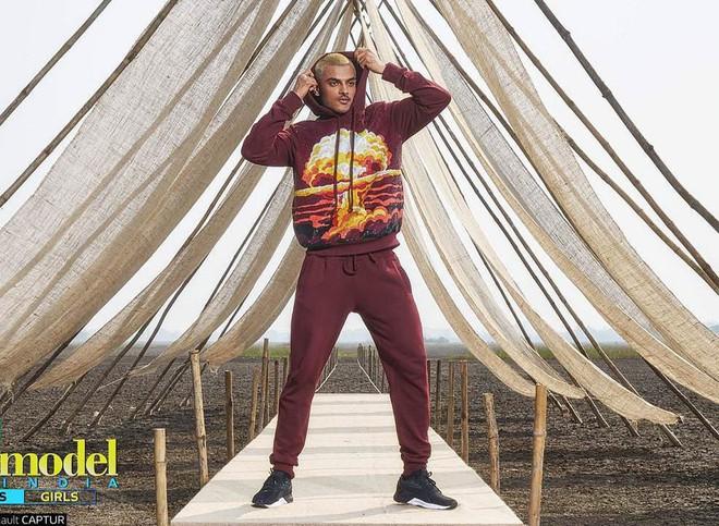 Next Top Ấn Độ cho thí sinh chụp hình catwalk giữa đồng ruộng - Ảnh 3.