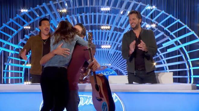 American Idol: Thả thính hot boy cho đã đời, Katy Perry vội chạy biến đi khi bạn gái thí sinh ùa vào! - Ảnh 3.