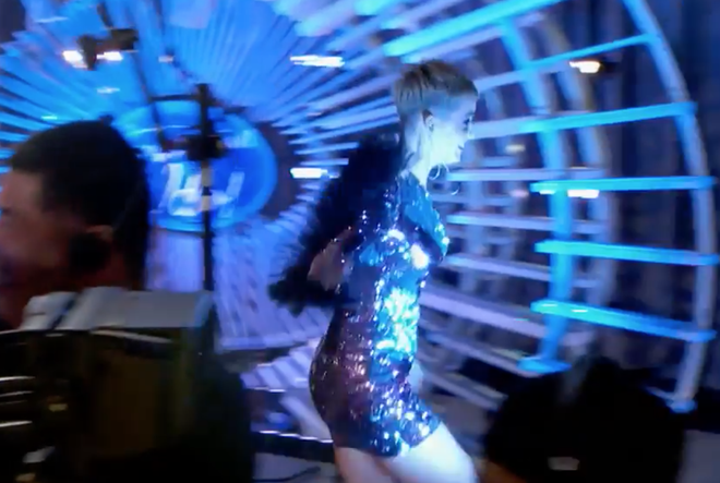American Idol: Thả thính hot boy cho đã đời, Katy Perry vội chạy biến đi khi bạn gái thí sinh ùa vào! - Ảnh 4.