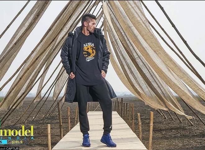 Next Top Ấn Độ cho thí sinh chụp hình catwalk giữa đồng ruộng - Ảnh 6.