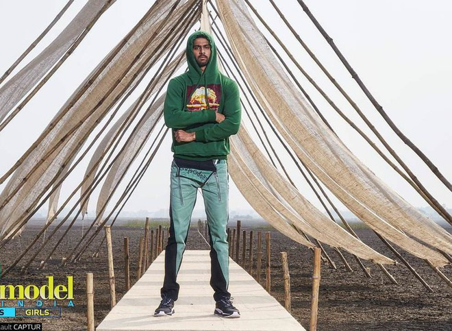 Next Top Ấn Độ cho thí sinh chụp hình catwalk giữa đồng ruộng - Ảnh 7.