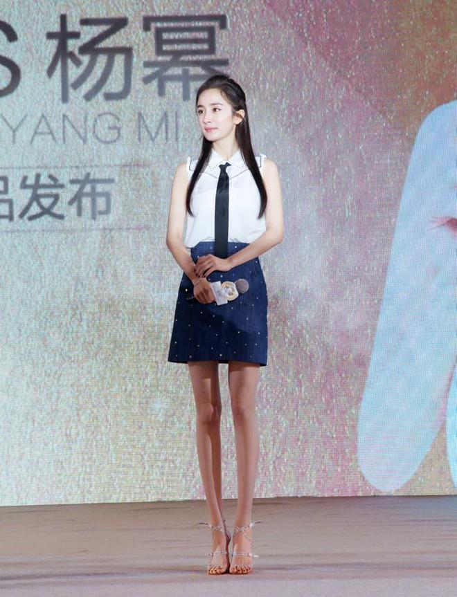 Mẹ bỉm sữa Dương Mịch bất ngờ hóa thiếu nữ đôi mươi, khoe chân dài tít tắp tại sự kiện - Ảnh 8.