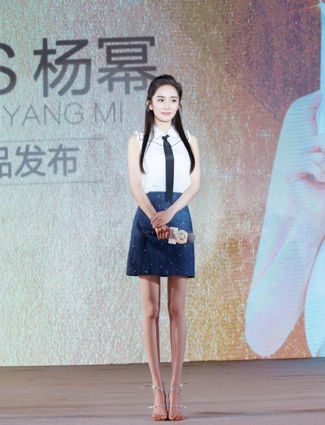Mẹ bỉm sữa Dương Mịch bất ngờ hóa thiếu nữ đôi mươi, khoe chân dài tít tắp tại sự kiện - Ảnh 9.