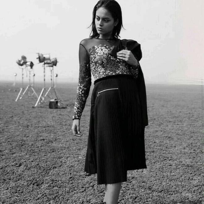 Next Top Ấn Độ cho thí sinh chụp hình catwalk giữa đồng ruộng - Ảnh 10.