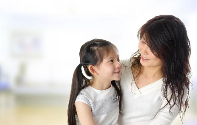 Những câu chẳng đứa trẻ nào muốn nghe mà các mẹ vẫn ra rả nói với con hàng ngày - Ảnh 1.