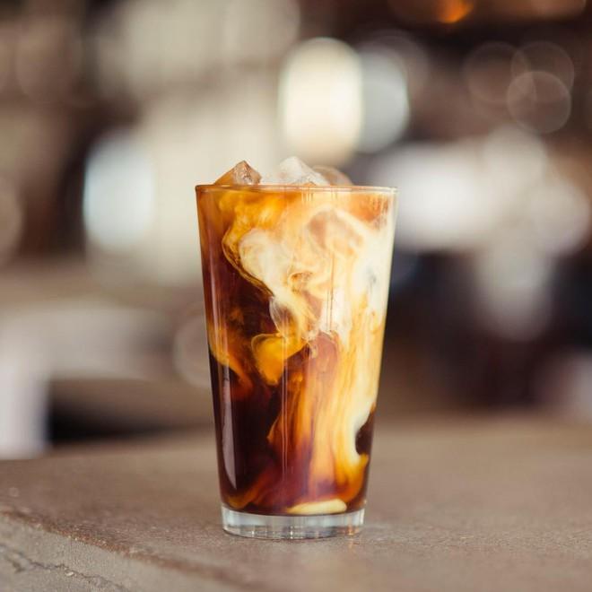 Vòng quanh thế giới đi tìm những món cafe độc đáo nhất: Cafe pha với than hồng, pho mát - ảnh 17