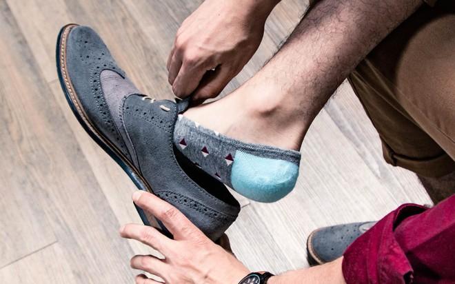 Những tác hại của việc đi giày không đi tất không phải ai cũng biết - Ảnh 5.