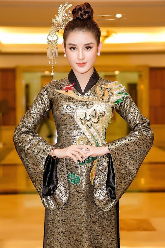 Huyền My lộng lẫy như nữ hoàng, Kỳ Duyên lạ lẫm với áo dài họa tiết và Mỹ Linh đẹp tinh khôi trong ngày khởi động HHVN 2018 - ảnh 5