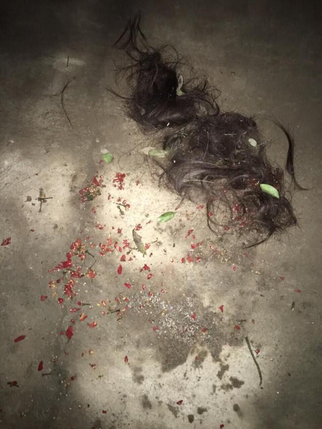 Van xin bồ nhí buông tha con trai không được, mẹ chồng ra tay cắt tóc, xát ớt vào vùng kín của nhân tình giúp con dâu - Ảnh 2.