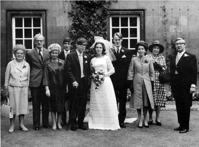 Stephen Hawking với 2 cuộc hôn nhân trái ngược, nhiều kịch tính và điều còn lại sau cùng hơn cả tình yêu - Ảnh 6.