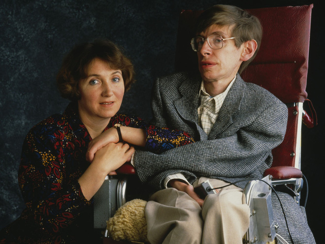 Stephen Hawking với 2 cuộc hôn nhân trái ngược, nhiều kịch tính và điều còn lại sau cùng hơn cả tình yêu - Ảnh 4.
