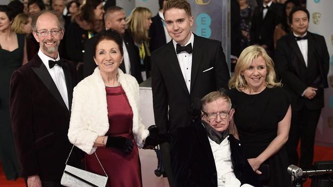 Stephen Hawking với 2 cuộc hôn nhân trái ngược, nhiều kịch tính và điều còn lại sau cùng hơn cả tình yêu - Ảnh 11.