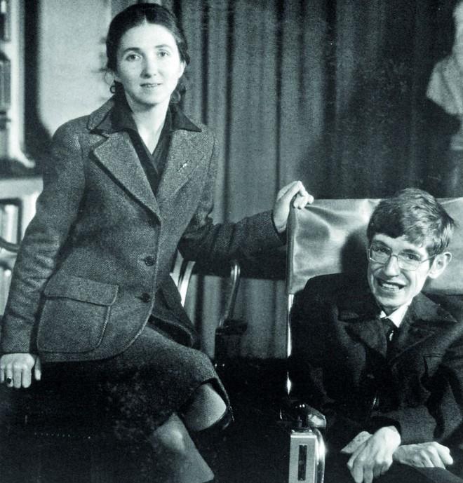 Stephen Hawking với 2 cuộc hôn nhân trái ngược, nhiều kịch tính và điều còn lại sau cùng hơn cả tình yêu - Ảnh 10.