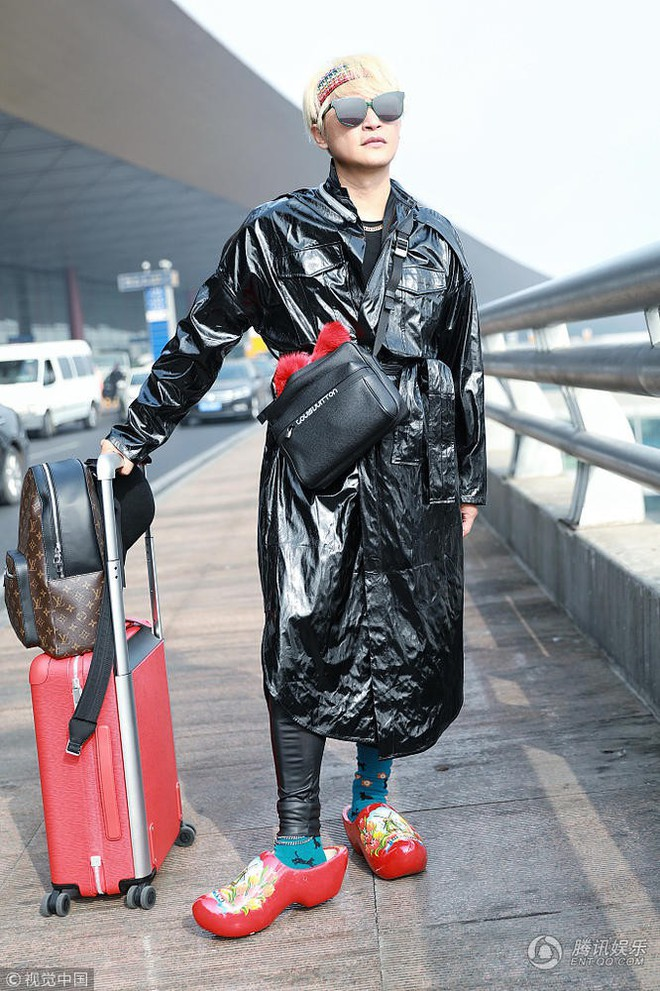 Tiếp tục câu fame bằng phong cách khó hiểu, Nhĩ Thái Trần Chí Bằng bị ví như mặc túi rác lên người - Ảnh 3.