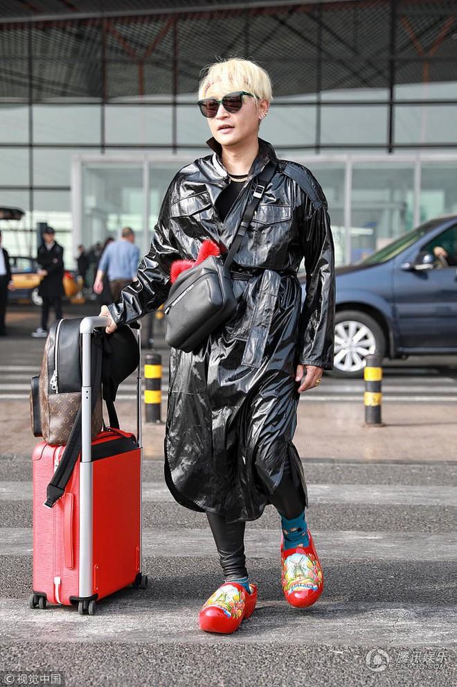 Tiếp tục câu fame bằng phong cách khó hiểu, Nhĩ Thái Trần Chí Bằng bị ví như mặc túi rác lên người - Ảnh 4.