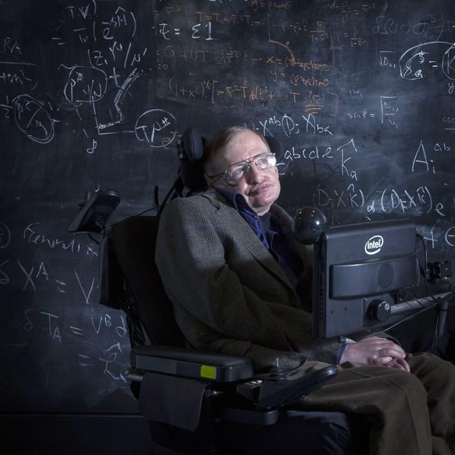 Stephen Hawking đã yên giấc nhưng cuộc đời của ông sẽ lấy nước mắt của bạn khi xem bộ phim đầy xúc động này - ảnh 3