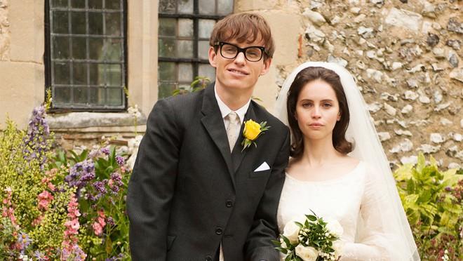 Stephen Hawking đã yên giấc nhưng cuộc đời của ông sẽ lấy nước mắt của bạn khi xem bộ phim đầy xúc động này - ảnh 7