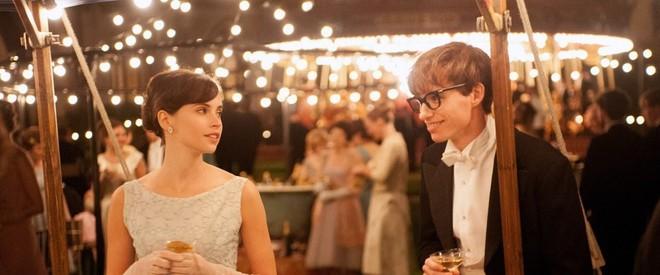 Stephen Hawking đã yên giấc nhưng cuộc đời của ông sẽ lấy nước mắt của bạn khi xem bộ phim đầy xúc động này - ảnh 6
