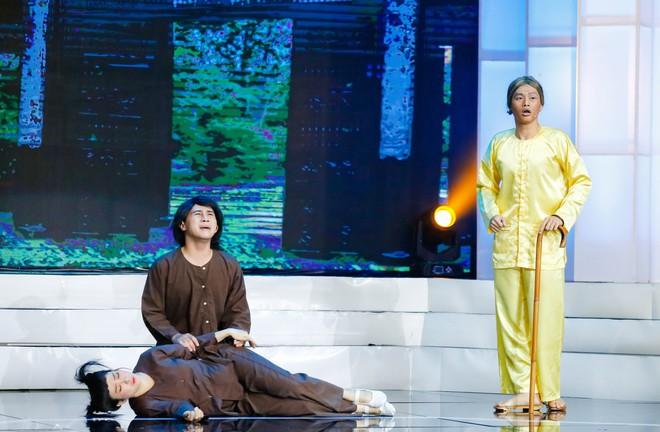 Việt Hương nức nở nhớ lại cảnh kiếm sống năm 15 tuổi - Ảnh 9.