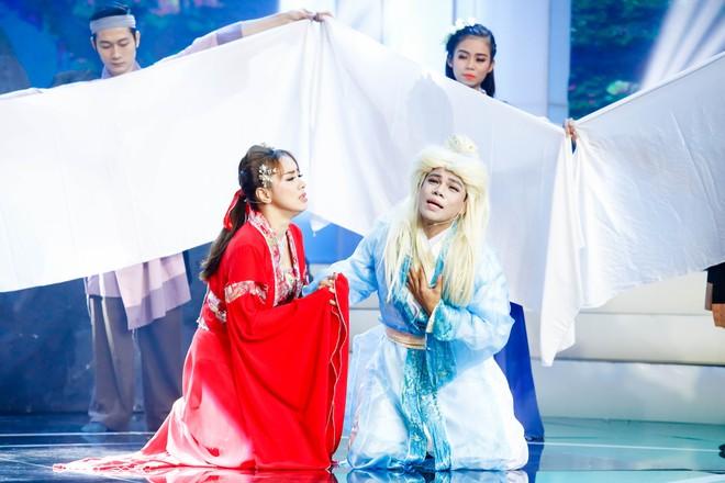 Việt Hương nức nở nhớ lại cảnh kiếm sống năm 15 tuổi - Ảnh 6.