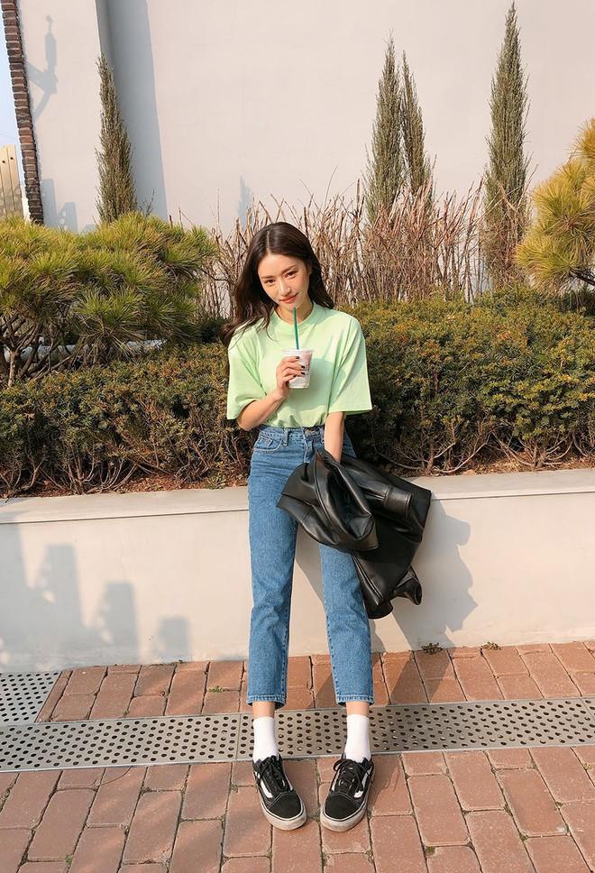 Sắm gì thì sắm, tủ đồ của bạn nên có đủ 4 kiểu quần jeans này để không bao giờ phải lo không có gì để mặc - Ảnh 11.