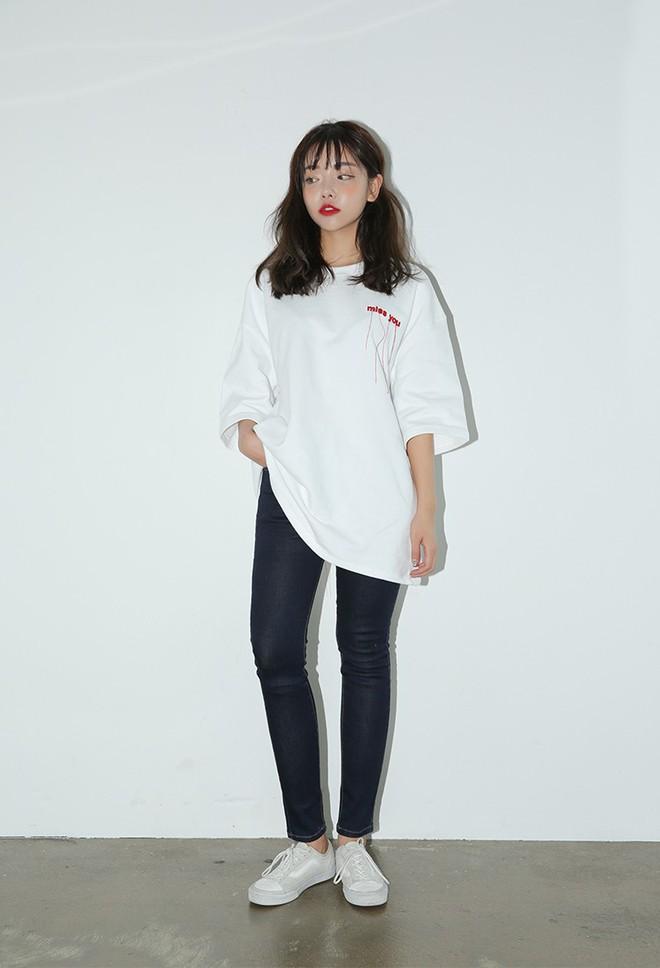 Sắm gì thì sắm, tủ đồ của bạn nên có đủ 4 kiểu quần jeans này để không bao giờ phải lo không có gì để mặc - Ảnh 3.