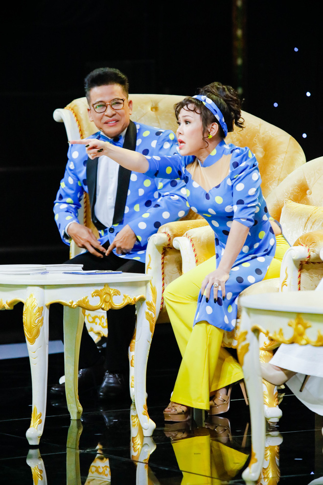 Việt Hương nức nở nhớ lại cảnh kiếm sống năm 15 tuổi - Ảnh 3.