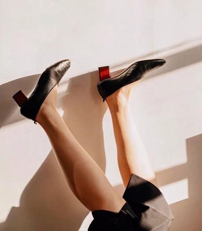 Ngoài Zara và H&M, các nàng công sở có thể tìm được những mẫu giày dép với đủ mọi giá tiền từ 6 thương hiệu này  - Ảnh 6.